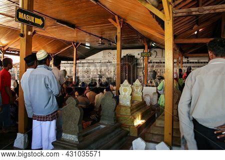 Cirebon, Indonesia - April 8, 2007: Atmosphere At Sunan Gunung Jati\'s Tomb. The Makam Sunan Gunung