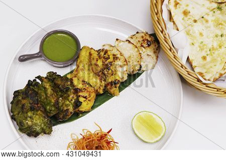 Indian Food Speciality Flavored Tandoori Chicken Tikka, Cream, Saffron And Spinach Based Marinated C