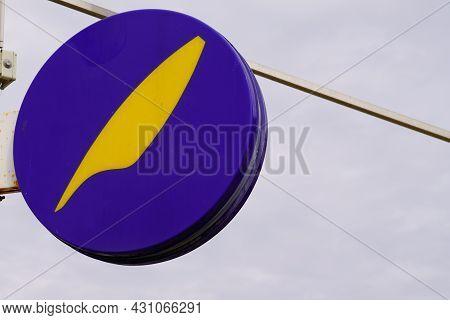 Bordeaux , Aquitaine  France - 08 20 2021 : Maison De La Presse Logo Sign And Brand French Press And