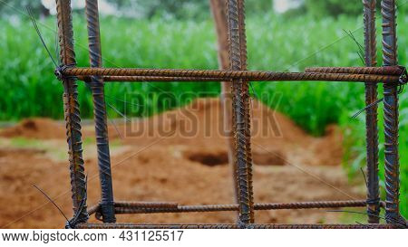 Using Steel Wire For Securing Steel Bars With Wire Rod For Reinforcement Of Concrete Or Cement. Focu