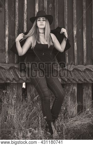 Girl In American Country Style Black Boho Jacket With A Fringe And Cowboy Hat At Nature