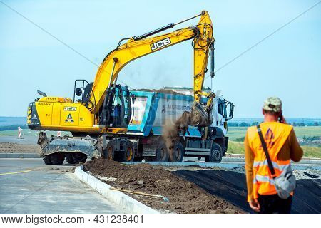 Dnepropetrovsk, Ukraine - 08.17.2021: The Excavator Works At A Construction Site In Earthworks. Exca