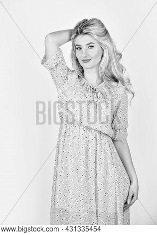 She Got Great Style. Fashion Portrait Pretty Woman. Street Style Concept. Summer Fashion Trend. Beau