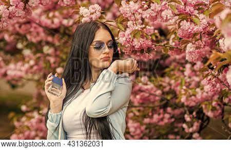 Spring Perfume. Fancy Style. Aromatic Compounds. Tenderness. Give Pleasant Scent. Eau De Toilette. L