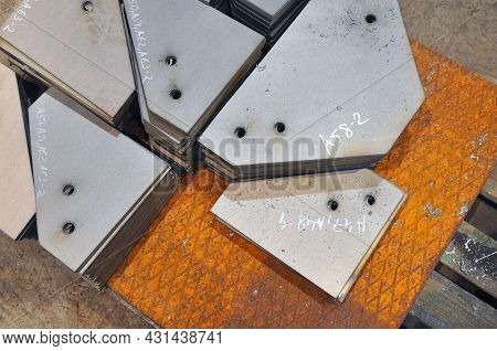 Metal Cutting. Warehousing Of Finished Parts With Marking. Industry.