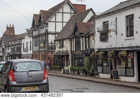 Stratford-upon-avon, Great Britain - September 15, 2014: This Is One Of The Old Medieval Streets Wit