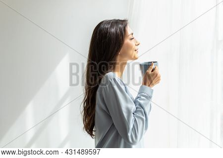 Slow Motion Shot. Pretty Young Caucasian Woman Look At The Scenery By The Window And Enjoying First