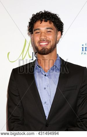 LOS ANGELES - AUG 20:  Johnny Juzang at the 21st Annual Harold and Carole Pump Foundation Gala at the Beverly Hilton Hotel on August 20, 2021 in Beverly Hills, CA