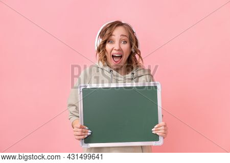 Woman Holding Empty Chalkboard Over Pink Background Happy Caucasian Female 30 Years Old Dressed Head