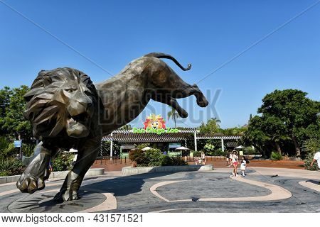 SAN DIEGO , CALIFORNIA - 25 AUG 2021: Lion Statue at the Main Entrance to the San Diego Zoo in Balboa Park.