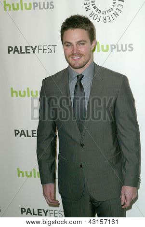 BEVERLY HILLS - MARCH 9: Stephen Amell arrives at the 2013 Paleyfest