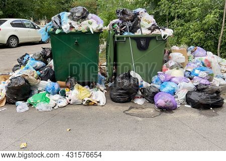 Trash Bin Overloaded, No Garbage Collection Problem, Outdoors