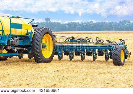 Trailed Unit, Fertilizer Tank For Precise Fertilization Of The Soil As An Advanced Technology For Gr