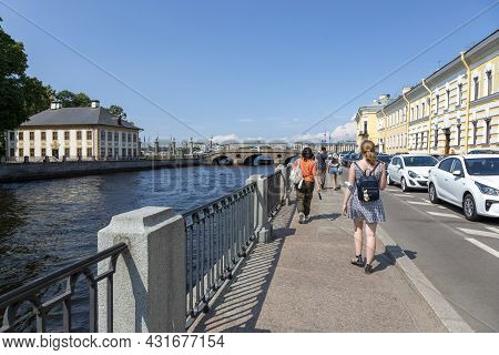 St. Petersburg, Russia - July 09, 2021: Pedestrians And Cars On The Fontanka River Embankment In St.