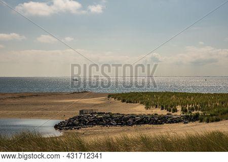 Texel, The Netherlands. August 13, 2021. Landschap Van Texel Met Zicht Op De Waddenzee.