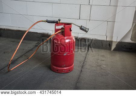 Propane Butane Bomb And Torch For Conctruction Insulation And Roofing