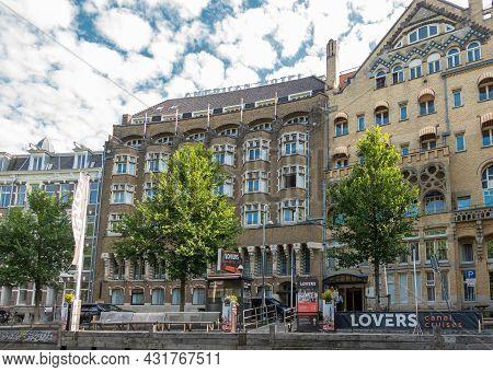 Amsterdam, Netherlands - August 15, 2021: American Hotel Building Along Leidsekade And Spiegelgracht