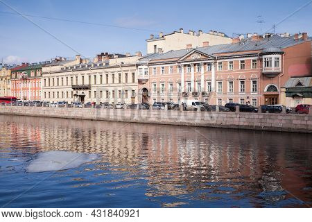 St. Petersburg, Russia - March 27, 2016: Fontanka River, Street View Of Saint-petersburg On A Sunny