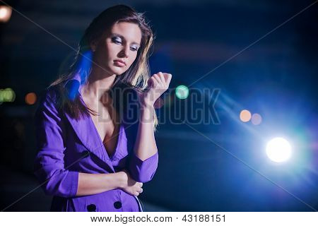 brunette girl outdoor in the night