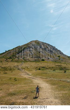 The Remnant Of The Reef Of The Ancient Sea, Made Of Limestone - Shihan Toratau Or Tratau. Mountain W