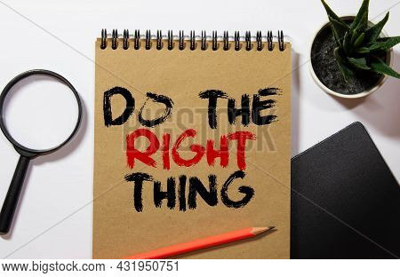 The Phrase Do The Right Thing Typed On A Piece Of Paper And Pinned To A Cork Notice Board. A Reminde