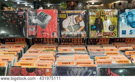 San Francisco, California, Usa, August 2019: Music Store With Lots Of Vinyl Records. Retro Styled Vi