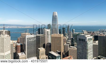 San Francisco, California, Usa - August 2019: San Francisco Cityscape With Salesforce Tower, The Hig