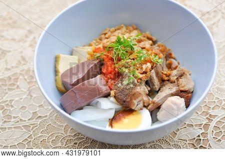 Noodles Or Chinese Noodles, Plain Noodles Or Noodles Without Soup For Serve