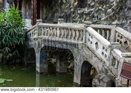 Lin Family Mansion And Garden. Traditional Chinese House In Taiwan