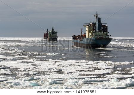 convoy follows the nuclear icebreaker in the Arctic Ocean
