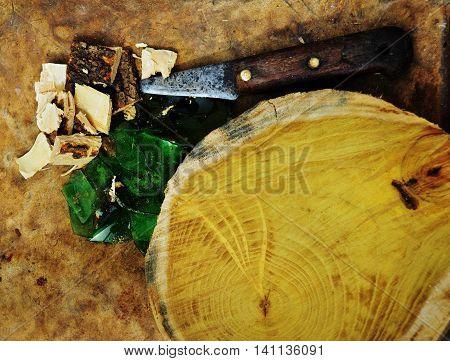 Elementos de trabajo de un artesano de la madera.