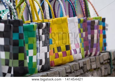 Select multiple colored and fashionable shopping bags