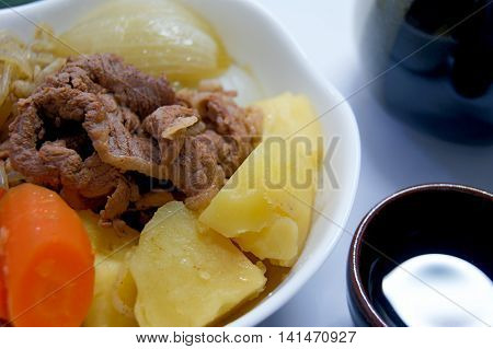 Beef and vegetables  were simmered in the Japanese style soup stock of bonito and kelp.