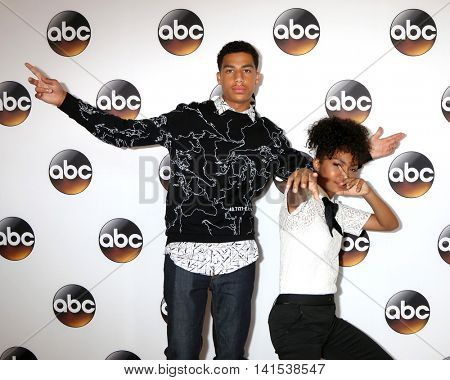 LOS ANGELES - AUG 4:  Marcus Scribner, Yara Shahidi at the ABC TCA Summer 2016 Party at the Beverly Hilton Hotel on August 4, 2016 in Beverly Hills, CA