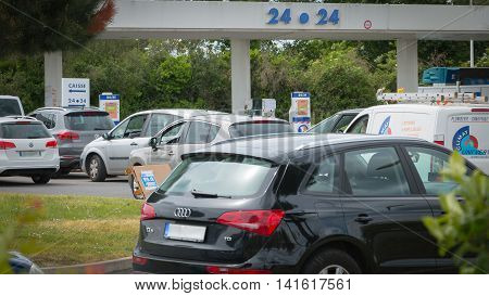 Car Line For The Fuel Shortage