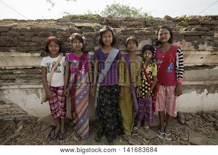 12/03/2016 BURMAMANDALAY At Chin's Pew Me Taj Mahal of Burma Children are guided by guiding tourists cuteness.