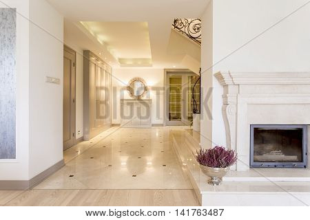 Contemporary Palatial Interiors Impressing With Their Glamour