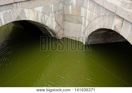 A double granite bridge over a narrow river