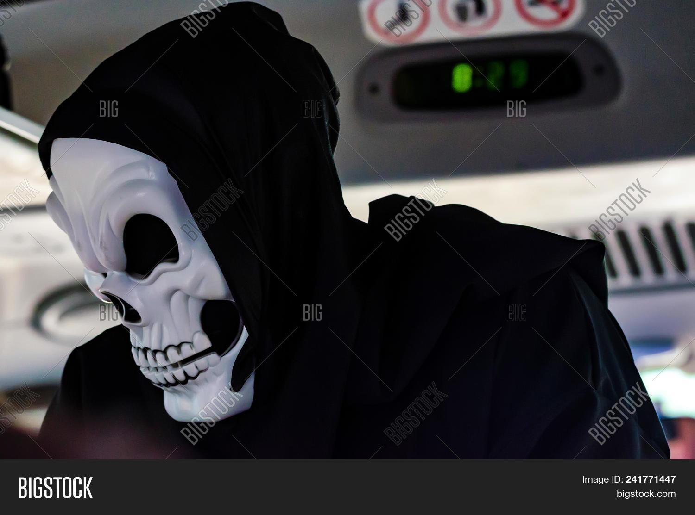Fat Guy Fucks Ebony Guy In Mask Skull