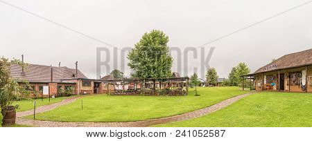 Howick, South Africa - March 22, 2018: Panorama With Businesses And Outdoor Eating Area At The Piggl