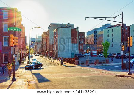Philadelphia, Usa - May 5, 2015: Sunset On Chestnut Street In Philadelphia, Pennsylvania, Usa. It Is