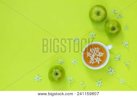 Cup Of Tea With White Flowers On Bright Green Surface. Many Blossom Flower Heads Ornithogalum And Gr
