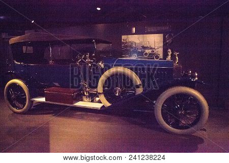 Naples, Florida, Usa - May 5, 2018:  Blue 1914 Rolls Royce Silver Ghost Displayed At The Revs Instit
