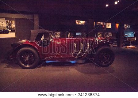 Naples, Florida, Usa - May 5, 2018:  Red 1929 Mercedes Benz Sport Model Ssk  Displayed At The Revs I