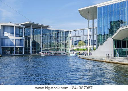 Berlin, Germany - April 22, 2018: River Spree With Many Tourists Boats And Its Footbridge Mierscheid
