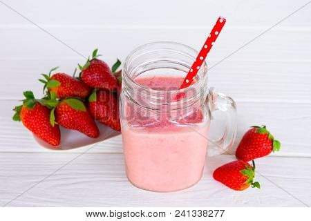 Strawberry Smoothies, Fruit Juices Strawberry Red Fruit  Beverage Healthy The Taste Yummy In Glass D