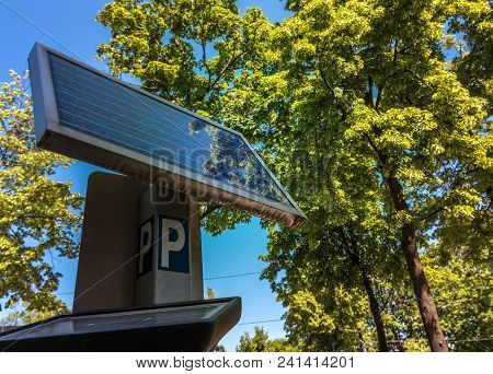 Automatic Parking System Equipped With Solar Battery