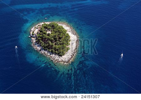 Island Galesnik from air