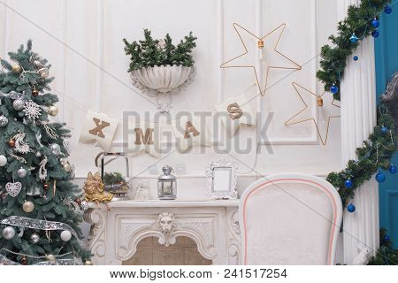 A Cozy Living Room Lighted With Numerous Lights Decorated Ready To Celebrate Christmas. Christmas Ro