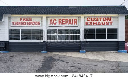 Auto Repair Shop Bays Shade Tree Mechanic Deals Transmission Air Conditioning Exhaust
